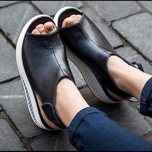 Shoes - 💥Fashionable sandals💥